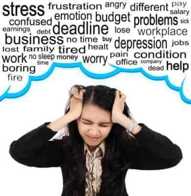 Mujer estresada en su vida diaria